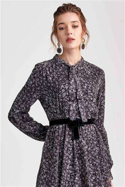 Boyundan Bağlamalı Kemer Detaylı Siyah Desenli Elbise V20YELB17013