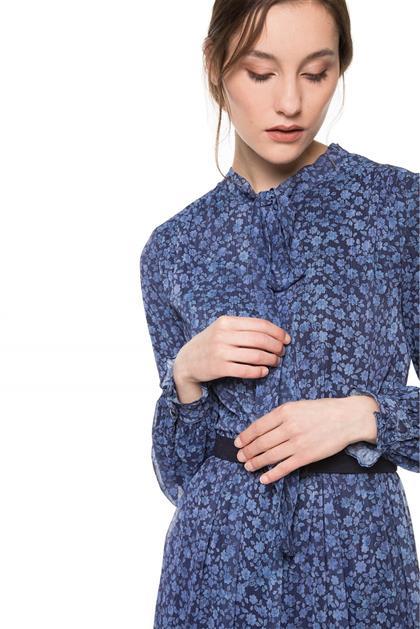 Boyundan Bağlamalı Kemer Detaylı İndigo Desenli Elbise V20YELB17013