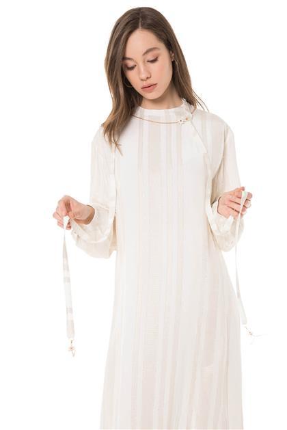 Boyundan Bağlamalı Aksesuar Detaylı Ekru Çizgili Tunik Elbise V20YTNK45046