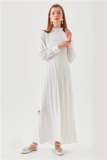 Yaka Aksesuarlı Pileli Beyaz Elbise V20YELB17034