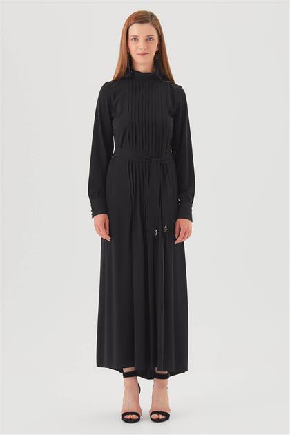 Yaka Aksesuarlı Pileli Siyah Elbise V20YELB17034